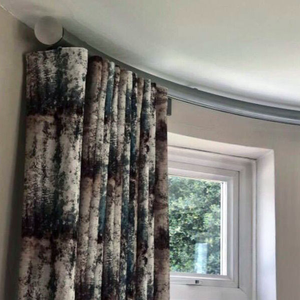 Swankies Curved Curtain Pole